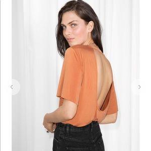 & other stories rust orange open back Tee top sz S